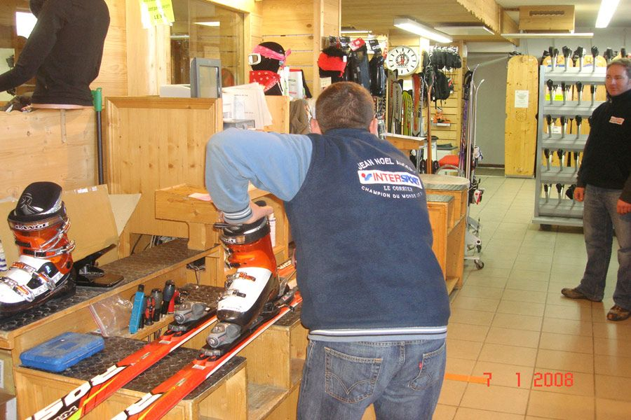 Ski rental Le Corbier Intersport